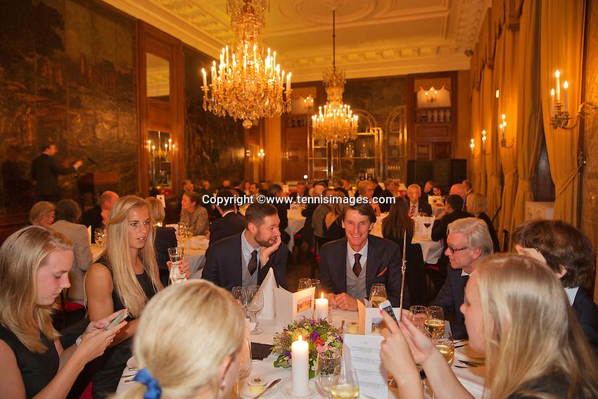 Februari 04, 2015, Apeldoorn, Omnisport, Fed Cup, Netherlands-Slovakia, Official Diner in Het Loo palace, Captain Paul Haarhuis with the Dutch team<br /> Photo: Tennisimages/Henk Koster