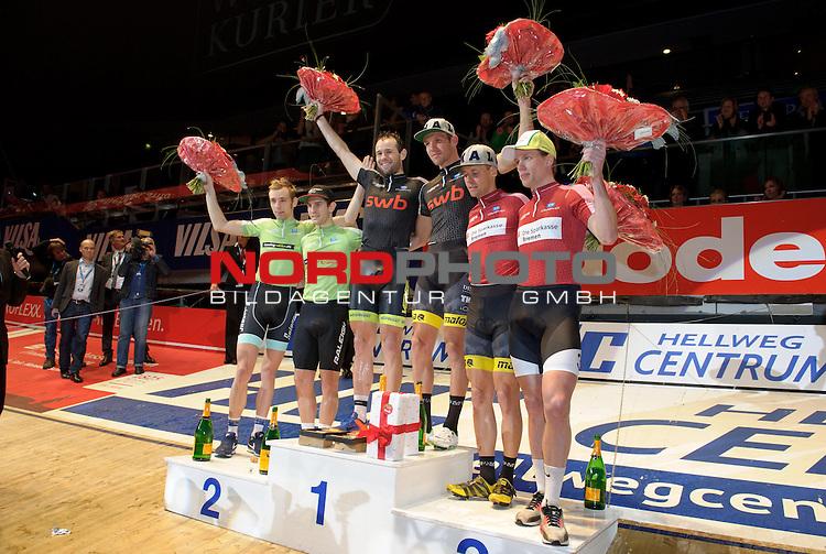 13.01.2015, &Ouml;VB Arena, Bremen, GER, Sixdays Bremen, im Bild 1. Platz Marcel Kalz / Alex Rasmussen (Team swb #9), 2. Platz Morgan Kneisky / Jesper Moerkoev (Team Leasing-eBike #10), 3. Platz Leif Lampater / Wim Stroetinga (Team Sparkasse #6)<br /> <br /> Foto &copy; nordphoto / Frisch