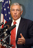 General Wesley Clark, United States Army (retired) introduces George Soros, a financier who is critical of the Bush policy in Iraq, at a press conference in Washington, D.C. on September 27, 2004..Credit: Ron Sachs / CNP