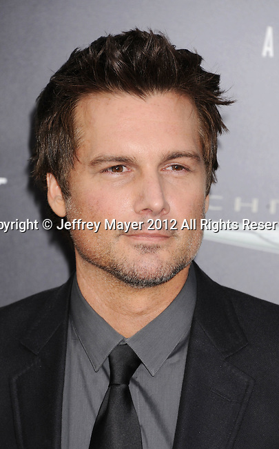 HOLLYWOOD, CA - AUGUST 01: Len Wiseman arrives at the Los Angeles Premiere of 'Total Recall' at Grauman's Chinese Theatre on August 1, 2012 in Hollywood, California.