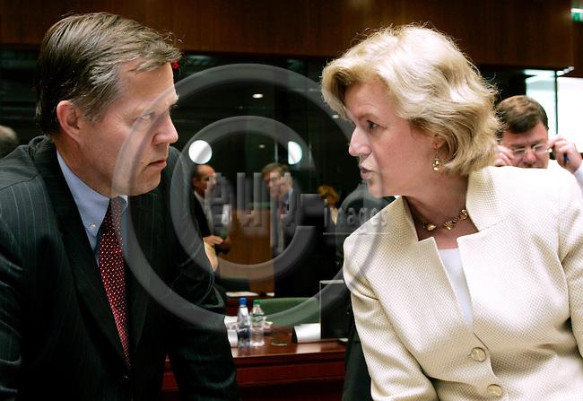 BRUSSELS - BELGIUM - 17 MAY 2004--Foreign Affairs EU-Council meeting-- Eikka KOSONEN (L), the Finnish EU-Ambassador with Anne ANDERSON, the Irish EU-Ambassador. -- PHOTO: JUHA ROININEN / EUP-IMAGES