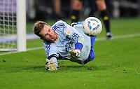 FUSSBALL   1. BUNDESLIGA   SAISON 2011/2012   SUPERCUP FC Schalke 04 - Borussia Dortmund            23.07.2011 Torwart Ralf FAEHRMANN (Schalke) kann im Elfmeterschiessen zwei Elfmeter (hier der Erste) parieren
