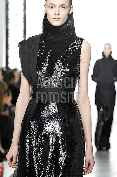 GIAMBATISTA_VALLI__Ready to wear fall winter 2013_PARIS_march_2013