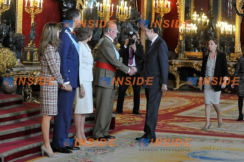 la Principessa Letizia di Spagna, il Principe Felipe. la Regina Sofia, il Re Juan Carlos, Mariano Rajoy Primo Ministro e la moglie Elvira Ferneez Balboa durante il ricevimento a Palazzo Reale in occasione della parata militare. October 12,2012.(ALTERPHOTOS/Insidefoto/Pool) .ITALY ONLY