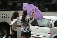 ATENCAO EDITOR: FOTO EMBARGADA PARA VEICULO INTERNACIONAL - SAO PAULO, SP, 02 FEVEREIRO 2013 - CLIMA TEMPO SP - Chuva Atinge a capital na av Paulista nessa tarde na regiao central da cidade nessa sexta 02 . (FOTO: LEVY RIBEIRO / BRAZIL PHOTO PRESS)