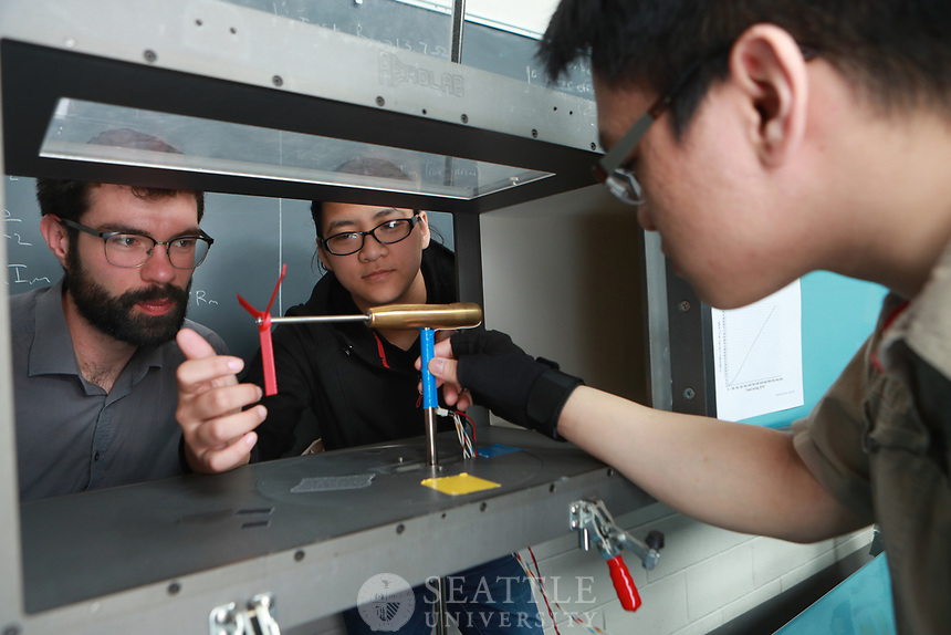May 2nd 2017 - Seattle University students in the College of Science and Engineering working on their projects for the upcoming Projects Day 2017.