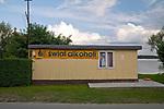 Kal, 2009-08-05. Reklama sklepu z alkoholem. Kal, mazurska wioska nad jeziorem Święcajty.