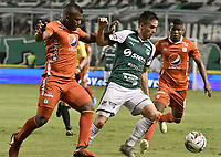 PALMIRA - COLOMBIA, 20-11-2019: Agustin Palavecino del Cali disputa el balón con Marlon Torres de America durante partido entre Deportivo Cali y América de Cali por la fecha 4, cuadrangulares semifinales, de la Liga Águila II 2019 jugado en el estadio Deportivo Cali de la ciudad de Palmira. / Agustin Palavecino of Cali vies for the ball with Marlon Torres of America during match between Deportivo Cali and America de Cali for the date 4, quadrangulars semifinals, as part of Aguila League II 2019 played at Deportivo Cali stadium in Palmira city. Photo: VizzorImage / Gabriel Aponte / Staff