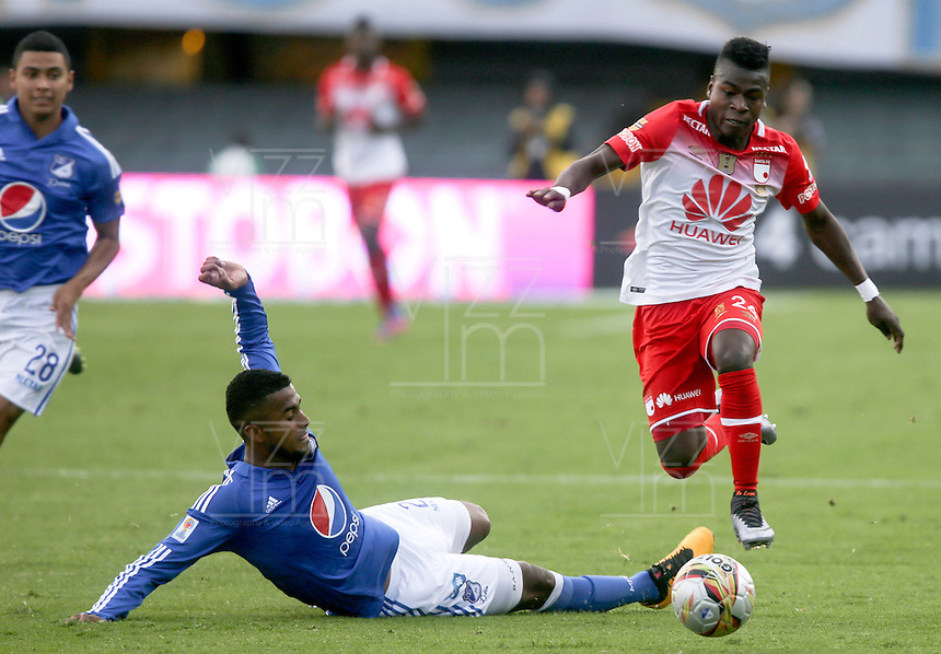 BOGOTA - COLOMBIA -20 -03-2016: Carlos Henao (Izq) jugador de Millonarios disputa el balón con Carlos Andres Rivas (Der) jugador de Independiente Santa Fe durante partido por la fecha 10 de la Liga Águila I 2016 jugado en el estadio Nemesio Camacho El Campín de la ciudad de Bogotá./ Carlos Henao (L) player of Millonarios fights for the ball with Carlos Andres Rivas (R) player of Independiente Santa Fe during the match for the date 10 of the Aguila League I 2016 played at Nemesio Camacho El Campin stadium in Bogota city. Photo: VizzorImage / Ivan Valencia / Cont.