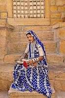 Indian woman in colorful traditional sari, Fort Jaisalmer, Jaisalmer, India.