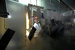 MAARSEN - Een medewerker van Koninklijke Bammens, gespecialiseerd in verzinkte stalen afvalbakken, afvalcontainers en ondergrondse opslagsystemen voor gescheiden inzameling van diverse afvalfracties, is bezig met de montage en productie van een afvalbak. COPYRIGHT TON BORSBOOM <br /> <br /> editorial, Nederland, Europa, activiteit, activiteiten, bedrijf, bouwactiviteit, bouwactiviteit, economic, economical, economics, economie, economisch, export, exporteren, economische, economy, editorial, montage, monteren, nederland, netherlands, fabriek, fabriceren, industrialisering, industrie, industrieel, industrial, fabrieksgebouwen, werkgelegenheid, werknemer, werknemers, werkvloer, technology, engineering, industry, manufacture, industrial, staal, stalen, collage, innovatief, innovatieve, marktleider, milieu, milieuvriendelijk