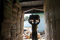 Fatebenefratelli Ospedale Saint John of God di Lunsar nella foto operai in magazzino stoccano casse contenenti 15000 PPE (Personal Protective Equipment) sanit&agrave; Lunsar 06/04/2016 foto Matteo Biatta<br /> <br /> Fatebenefratelli Hospital Saint John of God in Lunsar workers in warehouse settle packs with 15000 PPE (Personal Protective Equipment) health Lunsar 06/04/2016 photo by Matteo Biatta