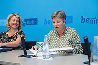 Auf der Senatspressekonferenz am Dienstag den 18. Juni 2019 stellte die Senatorin fuer Stadtentwicklung und Wohnen, Katrin Lompscher (rechts im Bild) den ab Januar 2020 geplanten Mietendeckel vor. Fuer die Mieterinnen sollen die Mieten durch die Deckelung der Miete fuer fuenf Jahre nicht mehr steigen.<br /> Links im Bild: Claudia Suender, Sprecherin des Berliner Senat.<br /> 18.6.2019, Berlin<br /> Copyright: Christian-Ditsch.de<br /> [Inhaltsveraendernde Manipulation des Fotos nur nach ausdruecklicher Genehmigung des Fotografen. Vereinbarungen ueber Abtretung von Persoenlichkeitsrechten/Model Release der abgebildeten Person/Personen liegen nicht vor. NO MODEL RELEASE! Nur fuer Redaktionelle Zwecke. Don't publish without copyright Christian-Ditsch.de, Veroeffentlichung nur mit Fotografennennung, sowie gegen Honorar, MwSt. und Beleg. Konto: I N G - D i B a, IBAN DE58500105175400192269, BIC INGDDEFFXXX, Kontakt: post@christian-ditsch.de<br /> Bei der Bearbeitung der Dateiinformationen darf die Urheberkennzeichnung in den EXIF- und  IPTC-Daten nicht entfernt werden, diese sind in digitalen Medien nach §95c UrhG rechtlich geschuetzt. Der Urhebervermerk wird gemaess §13 UrhG verlangt.]