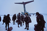 - landing of US Marines from a cargo aircraft C 141 Starlifter on Bardufoss air base during NATO exercises in Norway....- sbarco di US Marines da un aereo da trsporto C 141 Starlifter sulla base aerea di Bardufoss durante esercitazioni NATO in Norvegia