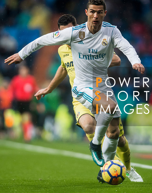Cristiano Ronaldo (R) of Real Madrid fights for the ball with Daniele Bonera of Villarreal CF during the La Liga 2017-18 match between Real Madrid and Villarreal CF at Santiago Bernabeu Stadium on January 13 2018 in Madrid, Spain. Photo by Diego Gonzalez / Power Sport Images