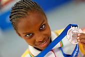 Sabrina Cortes, de Bolivar, muestra su medalla de bronce en gimnasia art&Atilde;stica equipos categor&Atilde;a B en finales nacionales de Sup&raquo;rate Intercolegiados en Bogot&sum; el 27 de octubre de 2014.<br /> Foto: Daniel Jayo/Archivolatino para Sup&raquo;rate Intercolegiados, Coldeportes<br /> <br /> COPYRIGHT: Sup&raquo;rate, Coldeportes. <br /> Prohibida su venta y su uso comercial sin autorizaci&euro;n