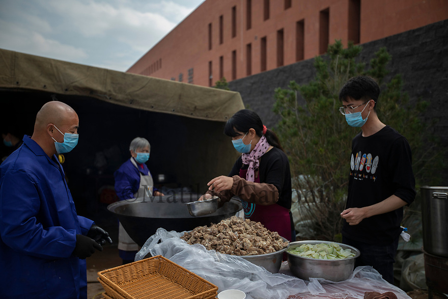 China - Ningxia - Traditional Chinese food being cooked for the opening ceremony of the Chateau. The grand opening of the Chateau Copower Jade, on the outskirts of Yinchuan. The 80-hectare-vineyard and the winery&rsquo;s modern structure cost 19 million euros and won the 2018 RVF Wine Design Award. <br />