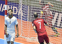 CALI -COLOMBIA-01-10-2016: Cardinal (#7) de Portugal celebra  después de anotar el segundo gol de su equipo durante partido entre Irán y Portugal por el 3er y 4to puesto de la Copa Mundial de Futsal de la FIFA Colombia 2016 jugado en el Coliseo del Pueblo en Cali, Colombia. / Cardinal (#7) celebrates after scoring the second goal of his team during the match between Iran and Portugal for the third and fourth place of the FIFA Futsal World Cup Colombia 2016 played at Metropolitan Coliseo del Pueblo in Cali, Colombia. Photo: VizzorImage/ Gabriel Aponte / Staff