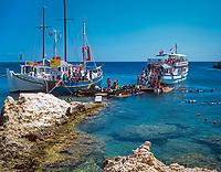 Griechenland, Dodekanes, Rhodos, Kalithea: beliebter Ankerplatz fuer Tauchschulen | Greece, Dodekanes, Rhodes, Kalithea: popular place for diving schools