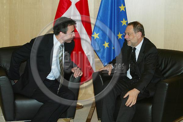 BRUSSELS - BELGIUM - 06 APRIL 2005 --Danish Prime Minister Anders FOGH RASMUSSEN and Javier SOLANA, EU Council.--  PHOTO: ERIK LUNTANG / EUP-IMAGES.