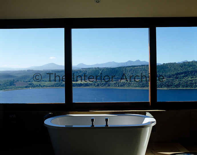 A spectacular view from the free-standing bath out over the Swartvlei estuary