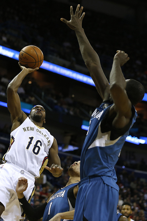 New Orleans Pelicans guard Toney Douglas (16) shoots over Minnesota Timberwolves guard Tyus Jones (1) and center Gorgui Dieng, right, during the first half of an NBA basketball game Saturday, Feb. 27, 2016, in New Orleans. (AP Photo/Jonathan Bachman)