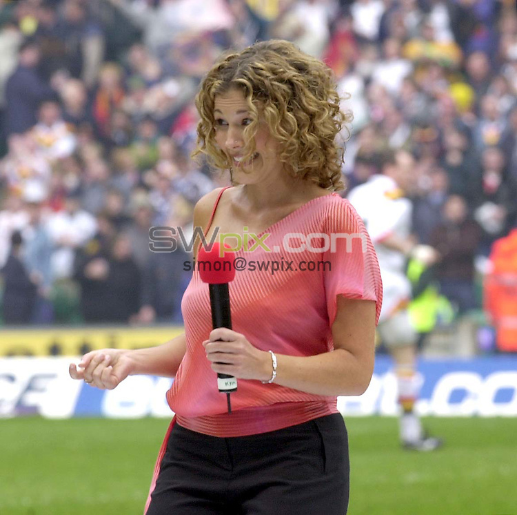 Pix:Ben Duffy/SWpix...Bradford Bulls v St Helens-Challenge Cup Final....28/04/2001..COPYRIGHT PICTURE>>SIMON WILKINSON..'Izzy' performs at the challenge cup final
