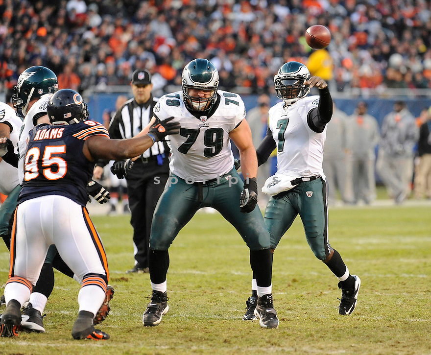 MICHAEL VICK, of the Philadelphia Eagles in action durIng the Eagles game against the Chicago Bears at Soldier Field in Chicago, IL on November 28, 2010...Bears beat the Eagles 31-26.