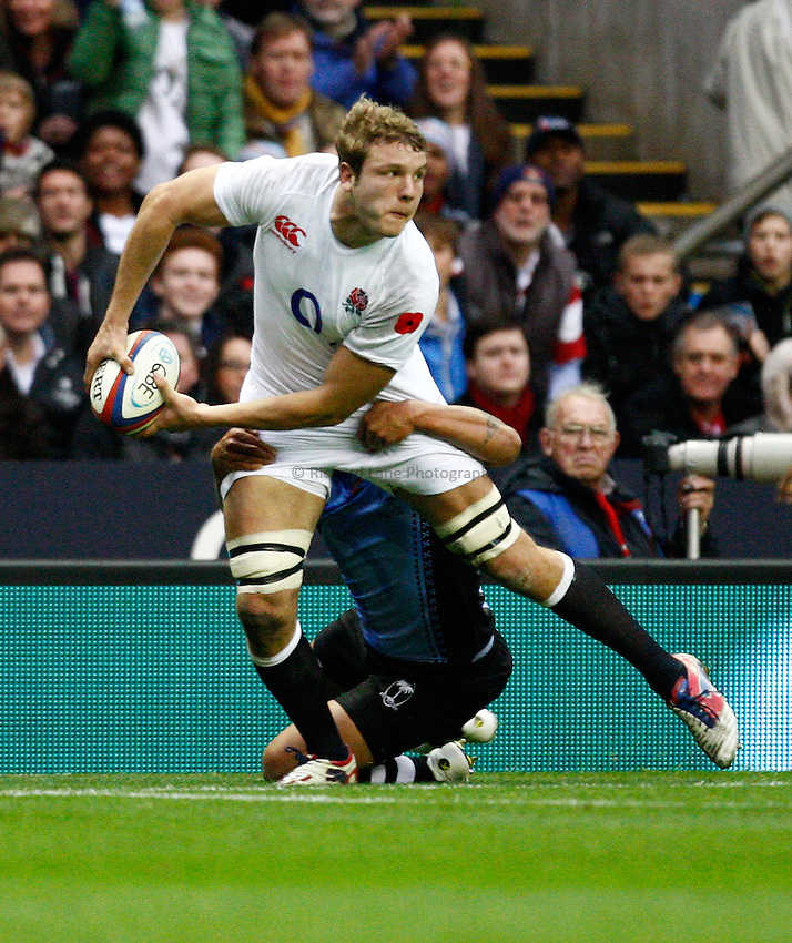 Photo: Richard Lane/Richard Lane Photography. England v Fiji. QBE Autumn Internationals. 10/11/2012. Wasps' Joe Launchbury ofloads out of the tackle.