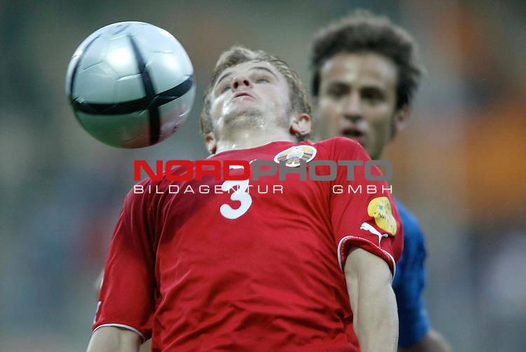 U21 - EM 2004 - Gruppe A<br /> <br /> Italien vs. Belarus <br /> <br /> Dzmitry Molash (vorne) von Belarus vor Alberto Gilardino (hinten) von Italien am Ball.<br /> <br /> Foto &copy; nordphoto - Ruediger Lampe<br /> <br /> <br /> <br /> <br /> <br /> <br /> <br />  *** Local Caption *** Foto ist honorarpflichtig! zzgl. gesetzl. MwSt.<br /> <br />  Belegexemplar erforderlich<br /> <br /> Adresse: nordphoto<br /> <br /> Georg-Reinke-Strasse 1<br /> <br /> 49377 Vechta