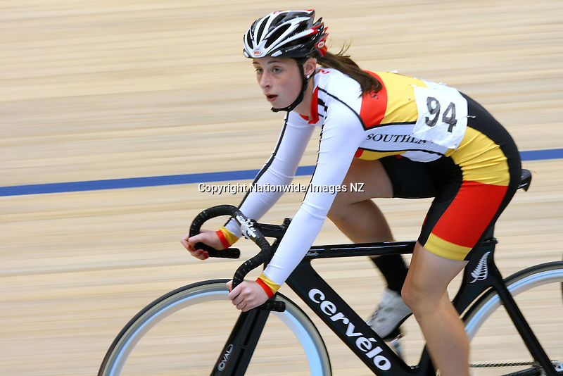 Southland's Makayla Smith in the W17 7.5 Points Race Final at the Age Group Track Cycling Championships, Stadium Southland Velodrome, Invercargill, New Zealand, Friday, March 01, 2013. Credit:NINZ / Dianne Manson.