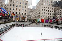 NEW YORK, NY, 04.04.2017 - ROCKEFELLER-PATINAÇÃO - Vista da pista de patinação no gelo do Rockefeller Center em New York nesta terça-feira, 04. A atração vai até o próximo dia 16 de abril de 2017. (Foto: William Volcov/Brazil Photo Press)