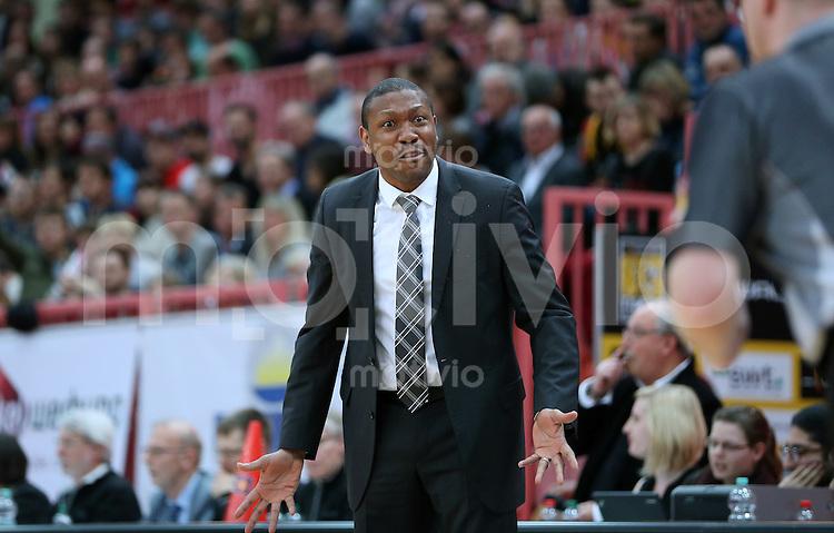 Basketball  1. Bundesliga  2015/2016   Hauptrunde 32. Spieltag  24.04.2016 Walter Tigers Tuebingen -  Basketball Loewen Braunschweig  Trainer Tyron McCoy (Tigers) nachdenklich