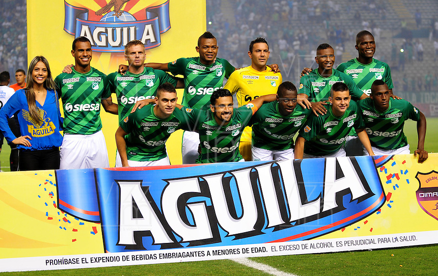PALMIRA -COLOMBIA-06-11-2015. Jugadores de Deportivo Cali  posan para una foto de grupo previo al encuentro con Once Caldas por la fecha 19 de la Liga Aguila II 2015 jugado en el estadio Palmaseca de la ciudad de Palmira./ Players of Deportivo Cali  pose to a photo prior the match against Once Caldas for the date 19 of the Aguila League II 2015 played at Palmaseca stadium in Palmira city.  Photo: VizzorImage/ NR /Cont