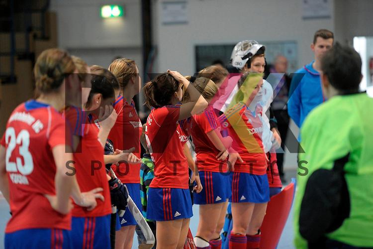GER - Mannheim, Germany, January 17: During the Oberliga-Damen indoor hockey match between Feudenheimer HC (red) and  TSV Ludwigsburg (yellow) on January 17, 2016 at Irma-Roechling-Halle in Mannheim, Germany. Final score 8-2 (HT 3-1). <br /> <br /> Foto &copy; PIX-Sportfotos *** Foto ist honorarpflichtig! *** Auf Anfrage in hoeherer Qualitaet/Aufloesung. Belegexemplar erbeten. Veroeffentlichung ausschliesslich fuer journalistisch-publizistische Zwecke. For editorial use only.