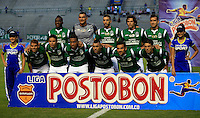 CALI- COLOMBIA - 25-09-2013: Jugadores del Deportivo Cali posan para una foto durante el partido en el estadio Deportivo Cali de la ciudad de Cali, septiembre 25 de 2013. Deportivo Cali y Patriotas F.C. durante partido por la undecima  fecha de las de la Liga Postobon II. (Foto: VizzorImage / Juan C. Quintero / Str).  The Players of Deportivo Cali pose for a photo during a math in the Deportivo Cali Stadium in Cali city, September 25, 2013. Deportivo Cali and Patriotas F.C. in a match for the eleventh round of the Postobon League II. (Photo: VizzorImage / Juan C. Quintero / Str).