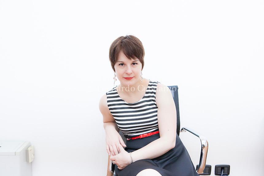 """Alice Basso è nata nel 1979 a Milano e ora vive in un ridente borgo medievale fuori Torino. Lavora in una casa editrice. Titolo del libro """" L'imprevedibile piano della scrittrice senza nome """". Milano, 10 giugno 2015. © Leonardo Cendamo"""