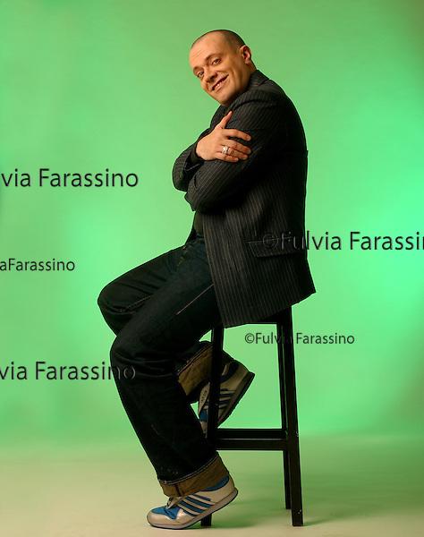 Max Pezzali.Milano 18/12/2002