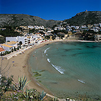 Spain, Costa Blanca, Moraira: View over Moraira beach | Spanien, Costa Blanca, Moraira: Strand