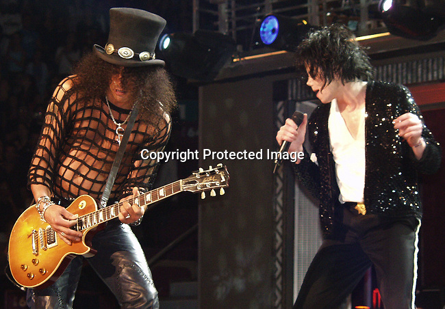 Slash & Michael Jackson.Michael Jackson 30th Anniversary Celebration.EXCLUSIVE.Madison Square Garden.New York, NY.September07, 2001.Photo BY CelebrityVibe.com