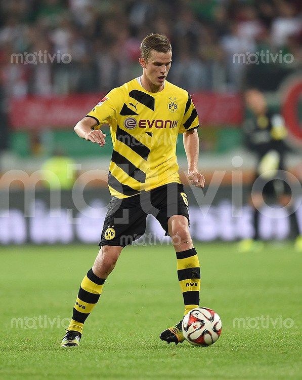 Fussball  1. Bundesliga  Saison 2014/2015  2. Spieltag FC Augsburg - Borussia Dortmund      29.08.2014 Sven Bender (Borussia Dortmund) am Ball