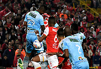 BOGOTA - COLOMBIA - 30 - 11 - 2017: Juan David Valencia (Cent.) y William Tesillo (Der.) jugadores de Independiente Santa Fe disputan el balón con Leonardo Escorcia  (Izq) jugador de Jaguares F. C., durante partido de vuelta de los cuartos de final entre Independiente Santa Fe y Jaguares F. C., de la Liga Aguila II 2017 en el estadio Nemesio Camacho El Campin de la ciudad de Bogota. / Juan David Valencia (C) and William Tesillo (R) players of Independiente Santa Fe struggle for the ball with Leonardo Escorcia  (L) player of Jaguares F. C., during a match between Independiente Santa Fe y Jaguares F. C., of the quarter of finals for the Liga Aguila II 2017 at the Nemesio Camacho El Campin Stadium in Bogota city, Photo: VizzorImage / Luis Ramirez / Staff.
