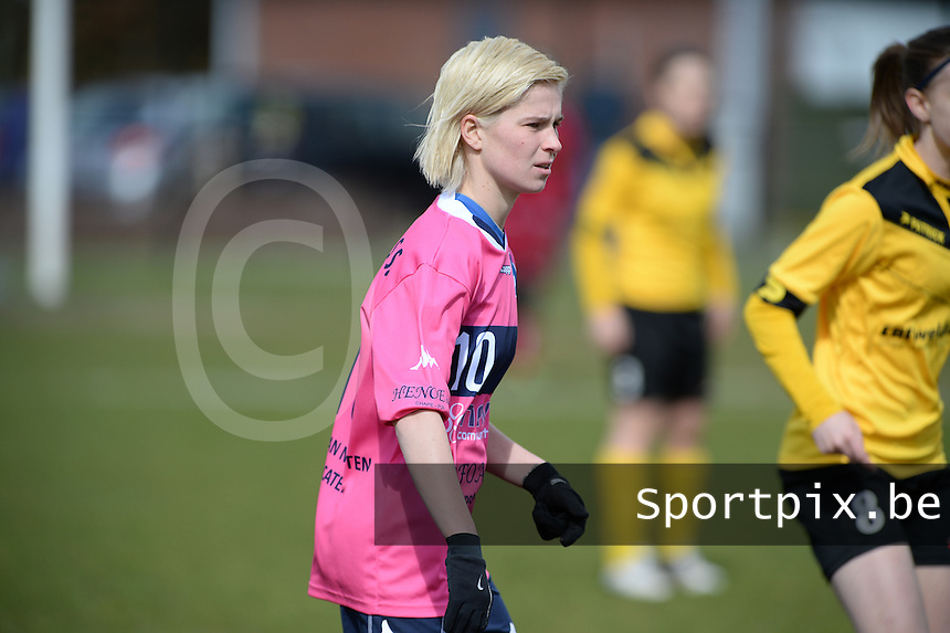 20160328 - Zwevezele , BELGIUM : Turnhout's Stephanie Van Gils pictured during the soccer match between the women teams of Voorwaarts Zwevezele and FC Turnhout  , on the 20th matchday of the Belgian Third division for Women on Saturday 28 th March 2016 in Zwevezele .  PHOTO SPORTPIX.BE DAVID CATRY