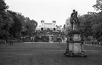 Potsdam, parco di Sanssouci. Il castello dell'Orangerie --- Potsdam, Sanssouci Park. The Orangery Palace