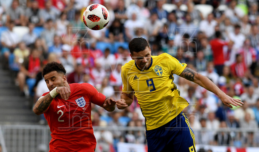 SAMARA - RUSIA, 07-07-2018: Marcus BERG (Der) jugador de Suecia disputa el balón con Kyle WALKER (Izq) jugador de Inglaterra durante partido de cuartos de final por la Copa Mundial de la FIFA Rusia 2018 jugado en el estadio Samara Arena en Samara, Rusia. / Marcus BERG (R) player of Sweden fights the ball with Kyle WALKER (L) player of England during match of quarter final for the FIFA World Cup Russia 2018 played at Samara Arena stadium in Samara, Russia. Photo: VizzorImage / Julian Medina / Cont
