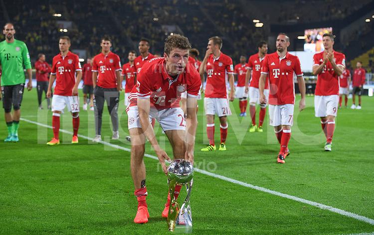 FUSSBALL 1. BUNDESLIGA   SAISON 2016/2017   SUPERCUP FINALE Borussia Dortmund - FC Bayern Muenchen     14.08.2016 Thomas Mueller  (FC Bayern Muenchen) nach dem Abpfiff