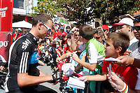 Christopher Froome with the fans before the stage of La Vuelta 2012 beetwen Cercedilla and Madrid.September 9,2012. (ALTERPHOTOS/Paola Otero)