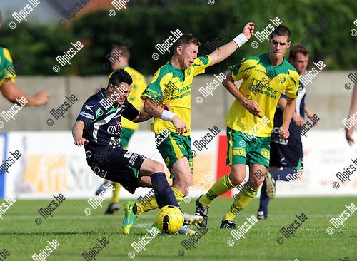 2013-07-14 / Voetbal / seizoen 2013-2014 / Witgoor Dessel - Lommel / Jentl Gaethofs (l. Lommel) met Kristof Bloemen<br /><br />Foto: Mpics.be