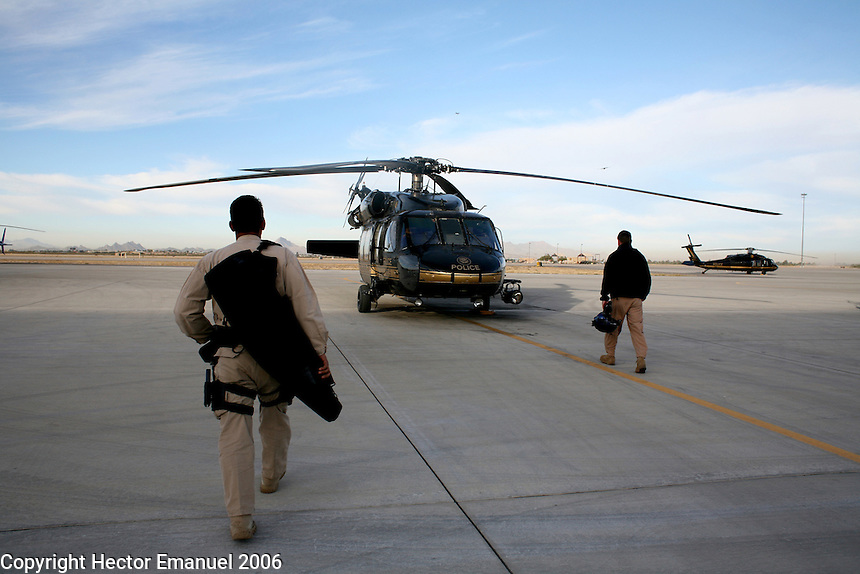 Border patrol Blackhawk agents .Tucson, AZ.12/9/05.photos: Hector Emanuel