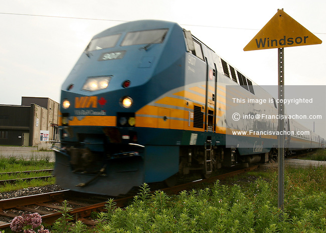 Windsor, Ontario - A VIA rail train departs Windsor on it's way to Toronto on Monday July 3, 2006. Windsor outlying communities are still considering using existing rail lines for a commuter train (Francis Vachon/ Windsor Star)<br />